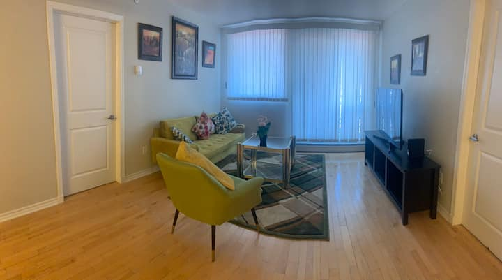 ★ Cozy Unit with free pkg & Netflix in downtown ★
