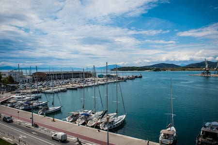 Seafront Apartment in Volos