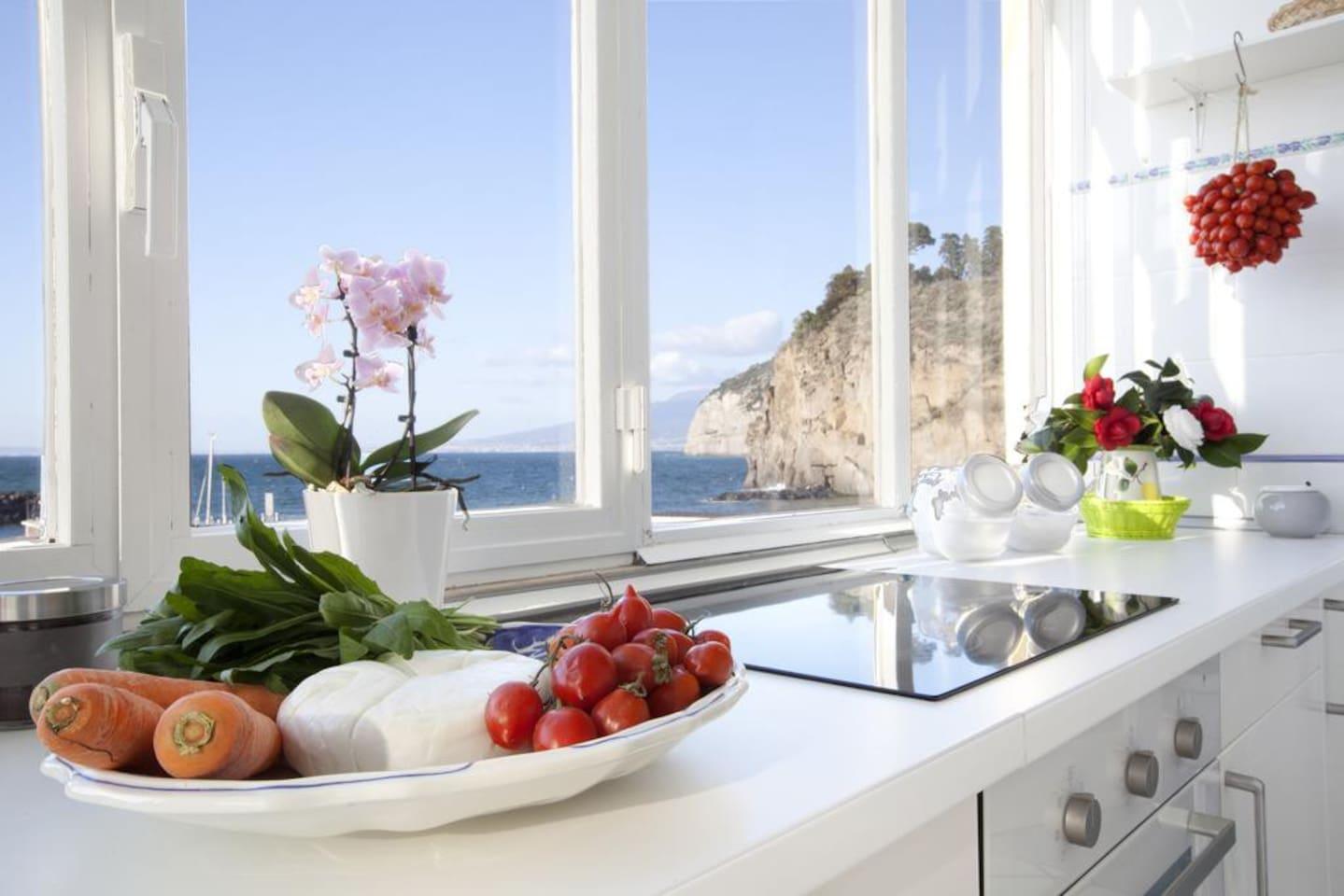Veduta sul Golfo di Napoli dalla cucina