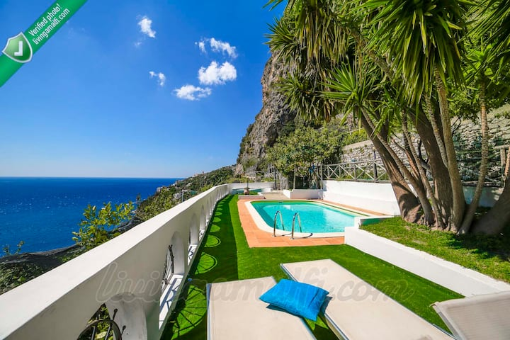 Villa in Amalfi with pool and dependance apartment