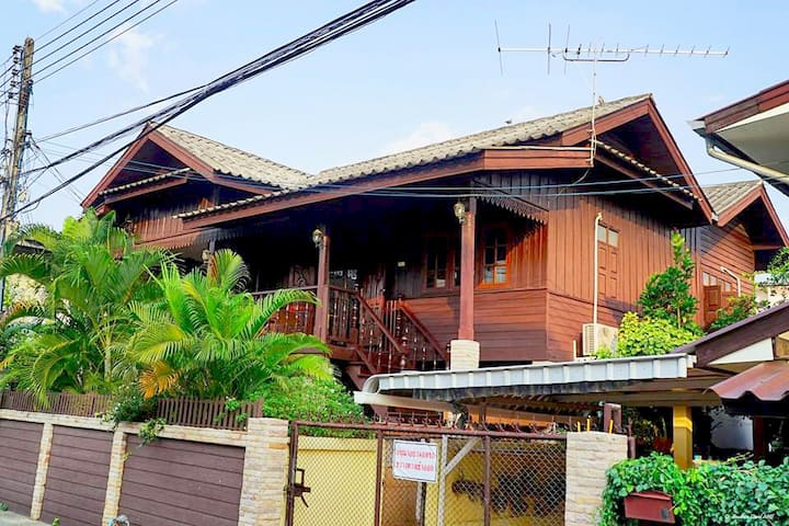 HuanKawin Est.58 Lanna Home: Family 10-15 persons