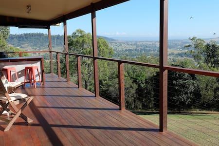 Peaceful, Quiet Huge Home just 1 hr from Brisbane - Summerholm - Talo