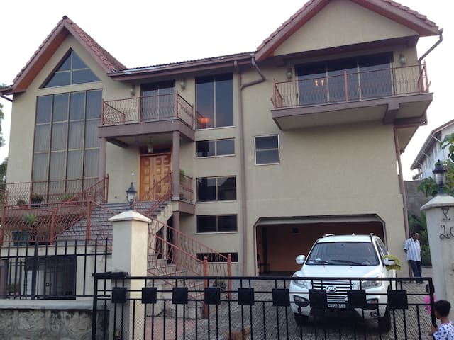3 story villa in Kality - Addis Ababa - Huis
