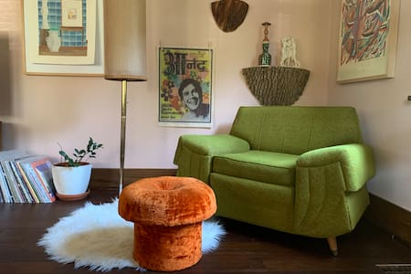 💛 Yellow Room 💛 Eclectic Craftsman Home Central SF