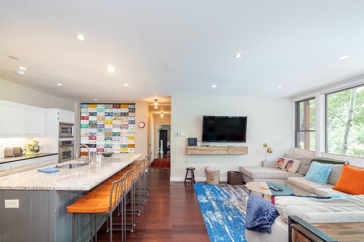 Funky and Fun Decor Combine with Downtown Convenience at this Awesome Condo