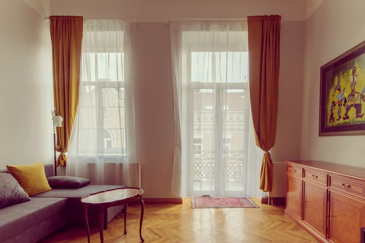 Airy Old Town apartment
