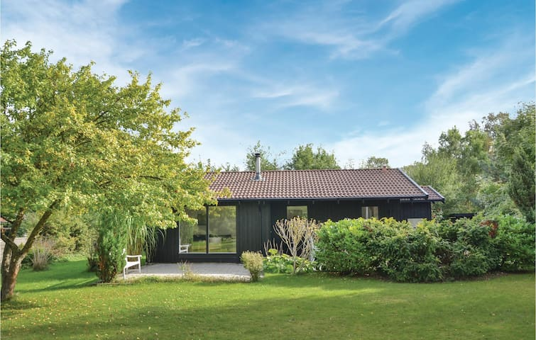Holiday cottage with 4 bedrooms on 71 m² in Græsted
