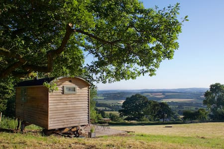 Romney Shepherd Hut & Hot Tub extra £35