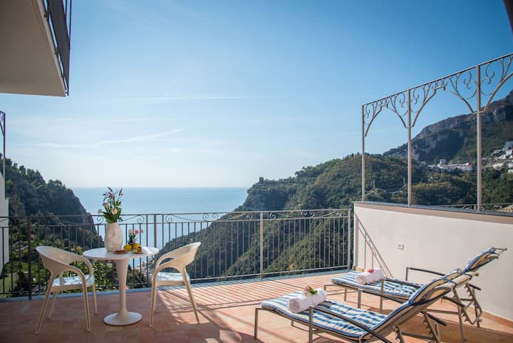 Deluxe flat breathtaking (sea) view on Amalfi