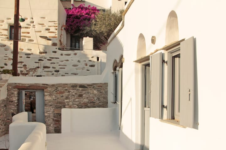Krokos Boutique House - Tinos - Haus