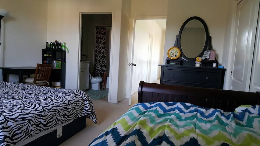 Irvine Master Bedroom in Resort Community - Irvine - Casa