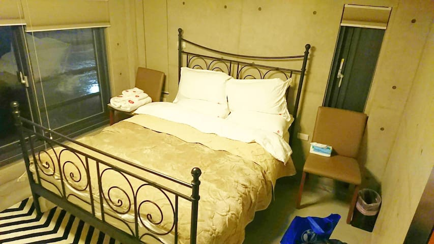 臥室3(二樓左側)