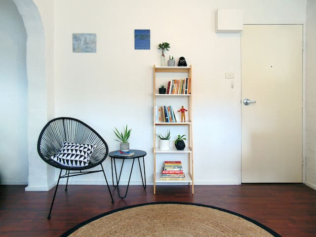 Bright Fitzroy apartment off Gertrude St