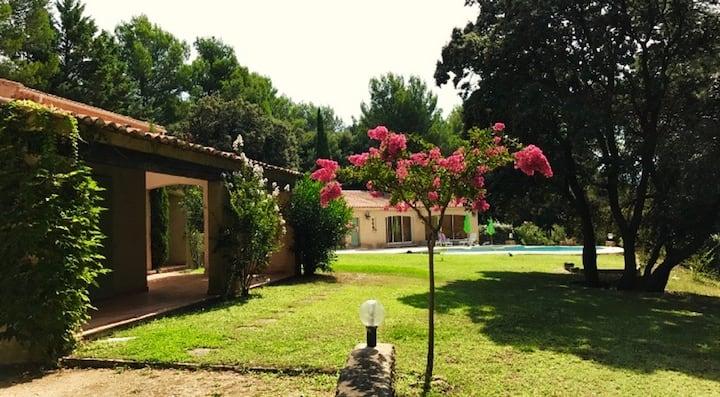 L'Isle sur la Sorgue-Villa in large private garden