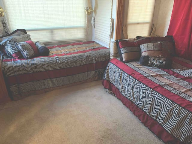 share 2 bedroom 1 bath luxury RV. $500 monthly
