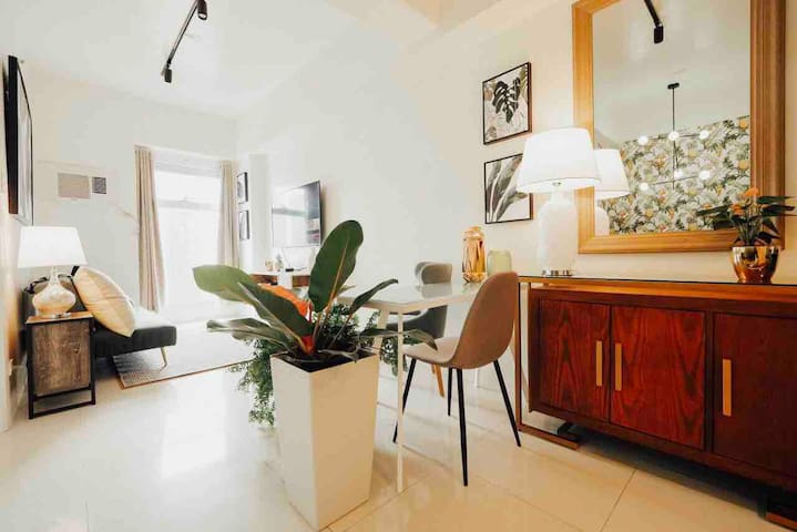LUXETropical 1BR in Ortigas CBD w/ NFLiX & 50MBPS