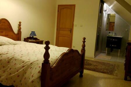 Charmante chambre à mi-chemin de Paris et Disney - Émerainville - Huis
