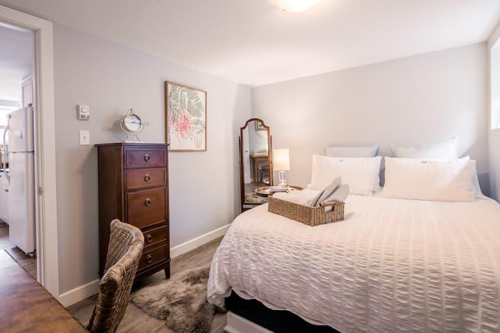 Calm Clean & Serene in North End. 1 bedroom apt.