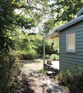 Cottage Green: Country garden retreat