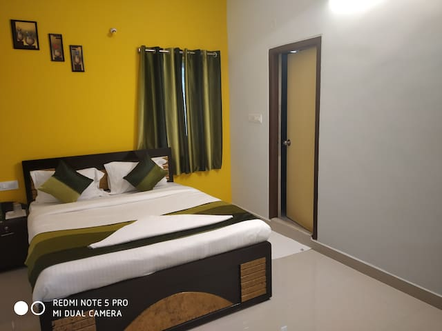 A/c accommodation near airport for small groups