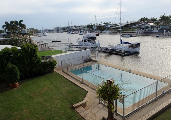 Pippi's spacious waterfront unit Near Mooloolaba