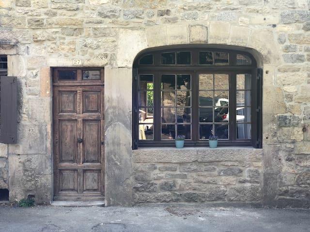 Medieval 4 bedroom house in heart of St Antonin