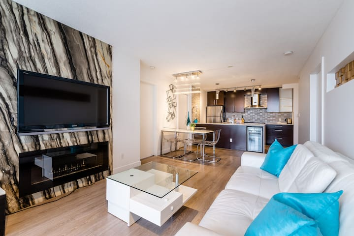 Contemporary 2 Bedroom Luxurious Apt Downtown