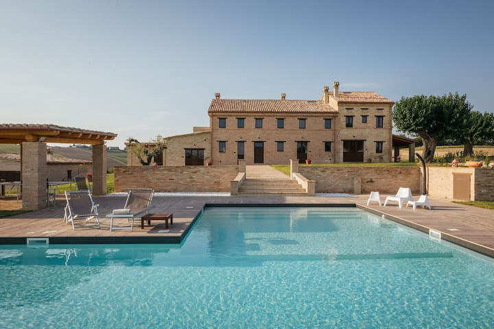 Villa Valeria,charming farmhouse with private pool