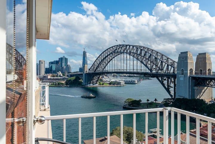 Cosy Kirribilli Pad with Harbour Bridge Views