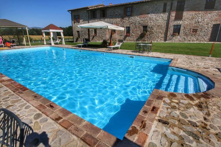 Modernes Landhaus in Pian di San Martino mit Pool
