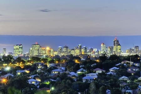 City Views - Brand New Apartment near CBD - 3Bed - Moorooka