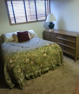 Cozy bedroom in nice 3 bed home - Mammoth Lakes