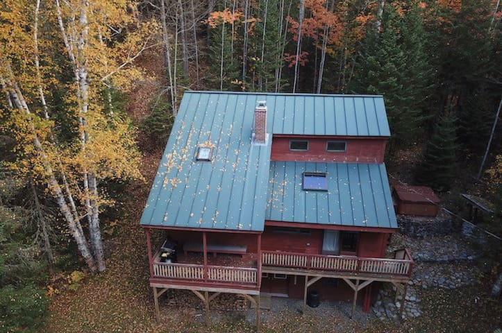 Minutes to Sugarloaf.  3 Level Ski House- 5BR 3BA!
