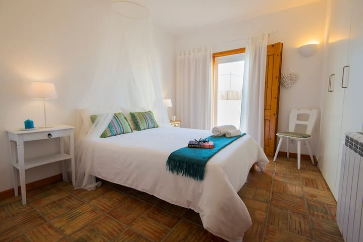 Quarto Mar - A Casa Do Sol - Guest House - Vila Nova de Milfontes - บ้าน