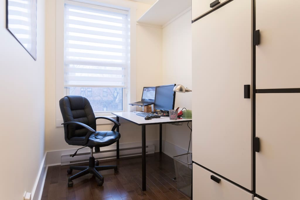 Corner bright office for the urban professionnal