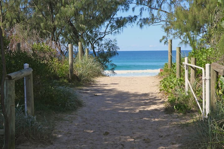 Luxury Resort Apartment with Ocean Views - Kingscliff - Apartment