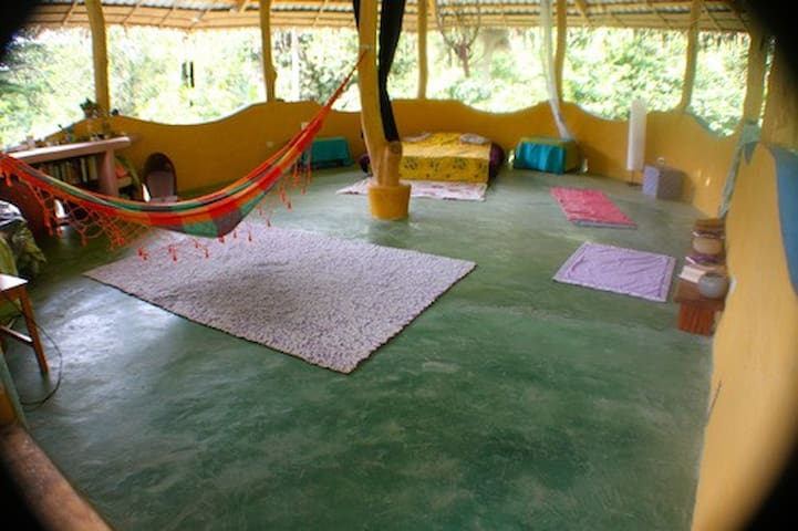 open space able to host up to 6 persons