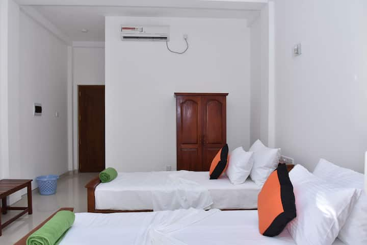 Ac double rooms, with free breakfast, in mirissa