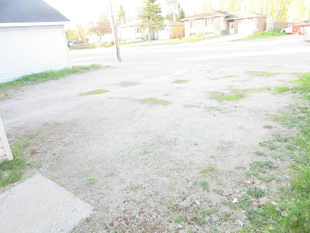 My driveway can hold 5-6 cars but make sure you ;park on the far RIGHT or the far LEFT.  If you can not get in there is a ;public street for boat launching only 75 yards from my driveway.