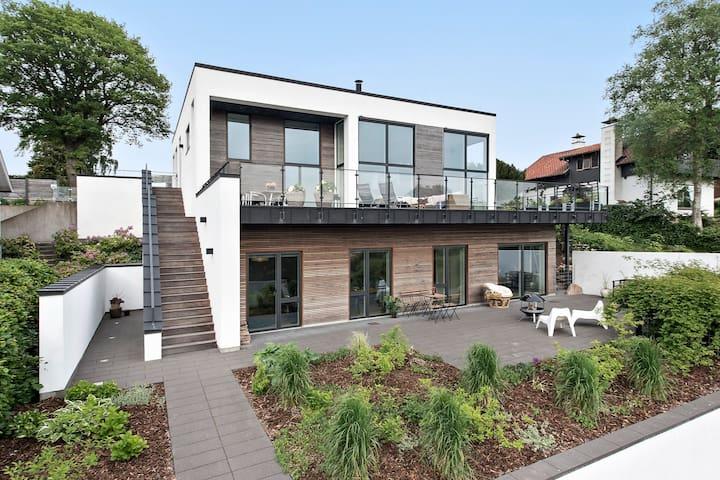 273 m2 Luksusvilla med fantastisk udsigt over Ry