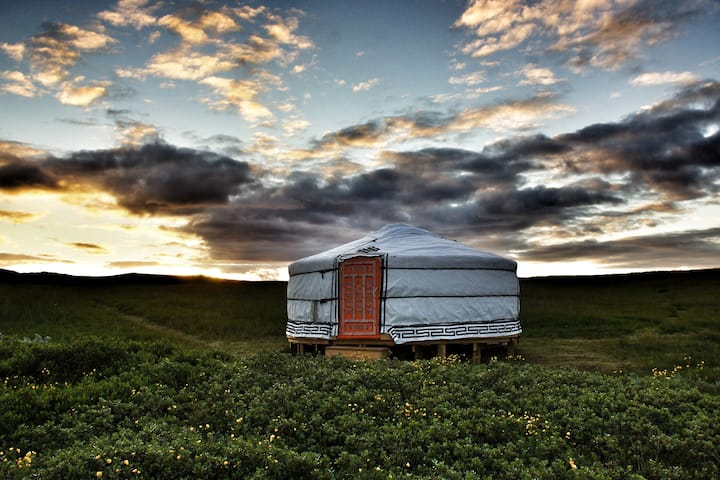 Traustholtsholmi *Unique Mongolian Yurts*