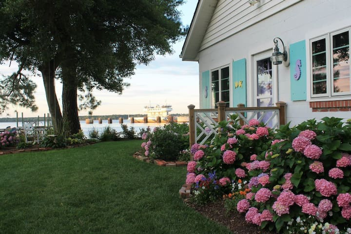 Williamsburg area Private Beach Cottage with pier!