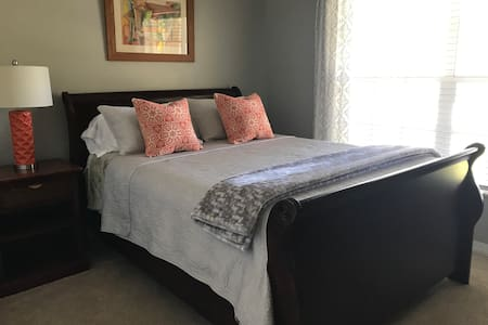 Cozy Bed and bath in downtown Winter Garden, FL