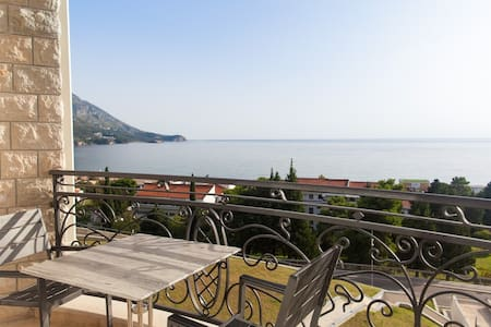 Apartments with terrace and sea view V4 - Bečići - Boutique hotel