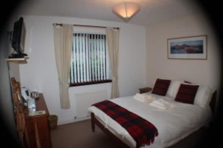 Craik Na Dav B&B - Elm Double Room Mountain View