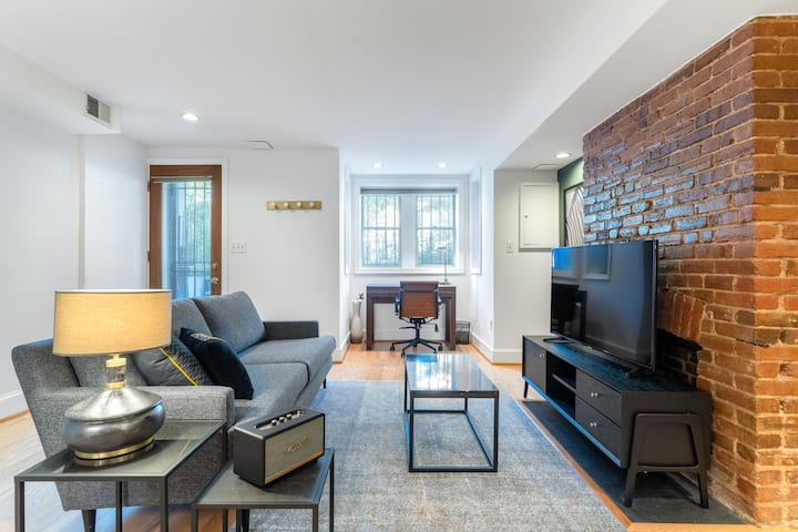Mod Logan Circle 1BR by Metro, near Restaurants & Bars, by Blueground