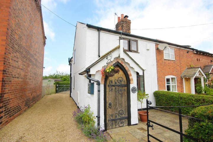 Character Victorian Cottage - fully refurbished