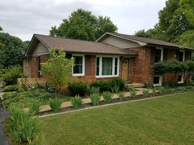 Comfy, Relaxing Home in South Nashville
