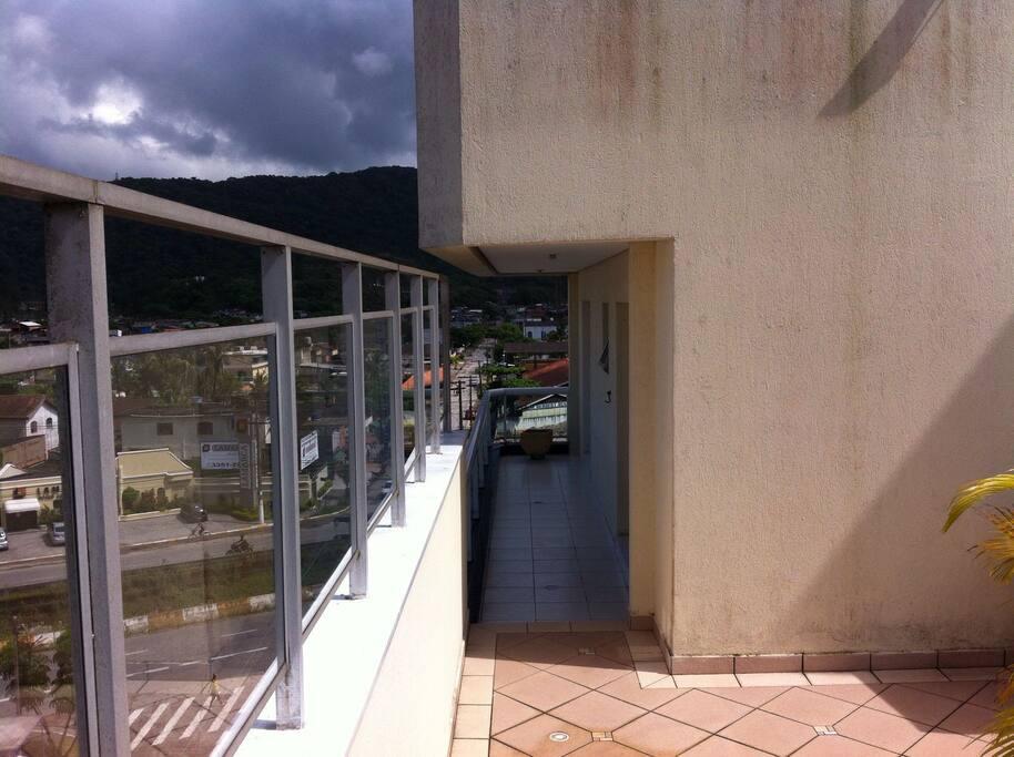 Quartos e sala com ampla varanda