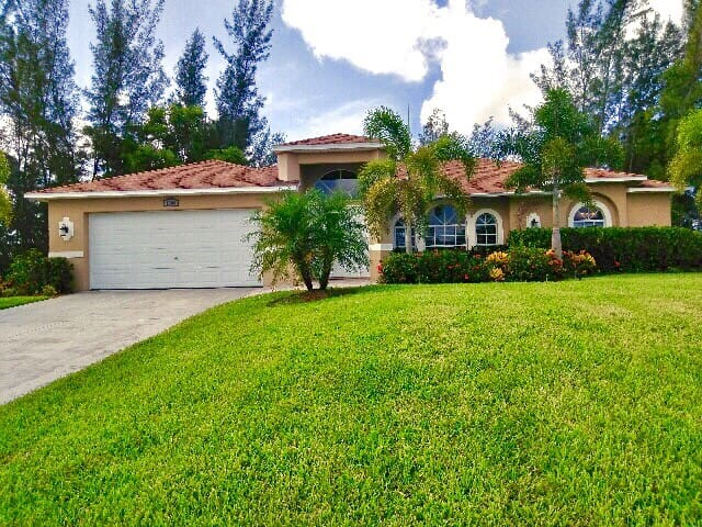 SW Cape Coral canal home with heated pool